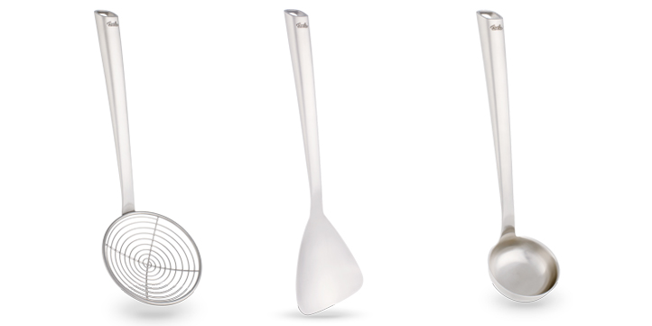 A variety of kitchen utensils and accessories for your wok