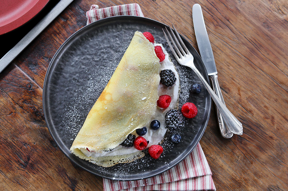 Crêpes with Ricotta and Berry Filling