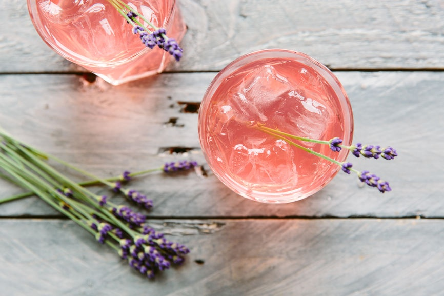 Refreshing cocktails flavored with fruit and herbs – no alcohol required!